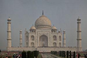 taj-mahal-in-agra-travel